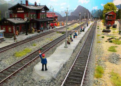 Plastico ferroviario digitale Trix in Scala H0